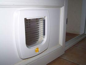 Дверца для кошки Ferplast Swing 3 Basic установленная в дверь